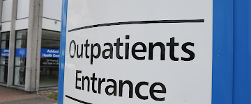 Outpatients Sign - Find out more about travelling to our hospitals